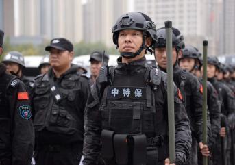 潍坊保安公司发生受贿现象时,必须向谁通报?